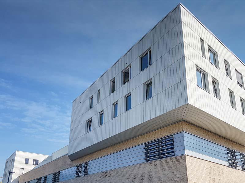 Der_hochmoderne_Bau_beherbert_das_neue_Nanoforschungszentrum_sc[1]